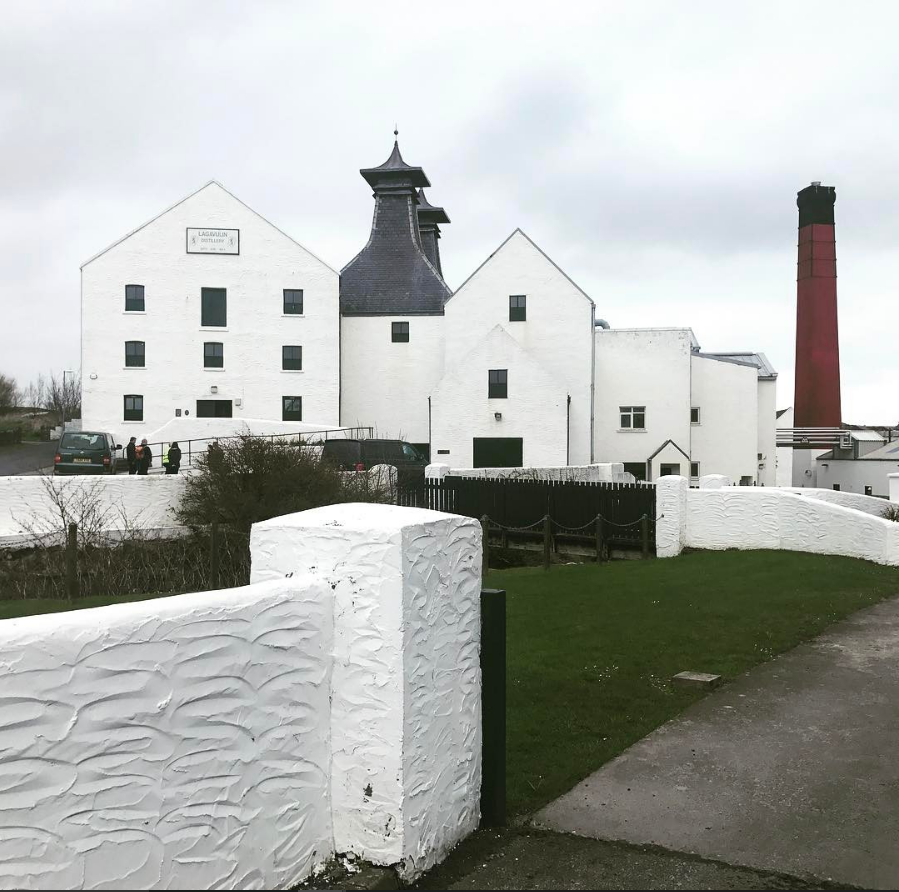 Islay whisky distillery called lagavulin